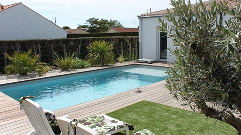 conception entretien r novation de piscine royan. Black Bedroom Furniture Sets. Home Design Ideas