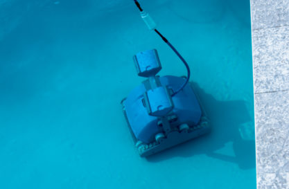 rental of a high-performance robot for the day to clean your pool by yourself.