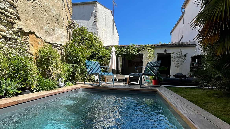 conception piscine 10 mètres carré à Chaillevette par l'équipe de Piscine no stress